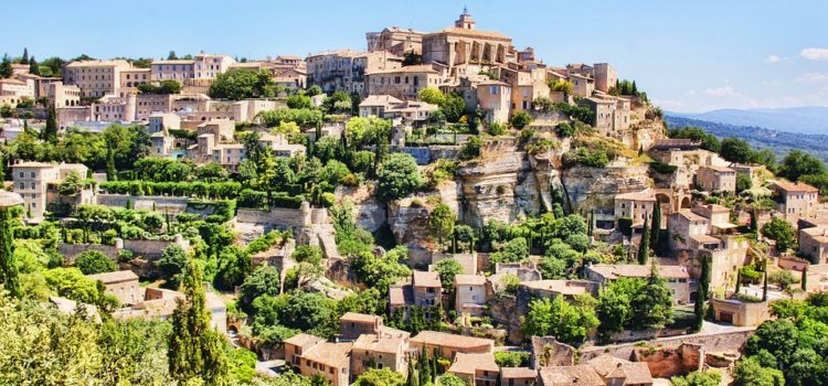 Paris or the Côte d'Azur for your total immersion trip with a French family? You choose!